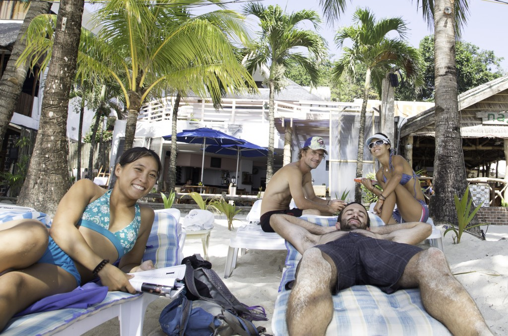 us relaxing with Pily & Jano on Boracay post-tourney